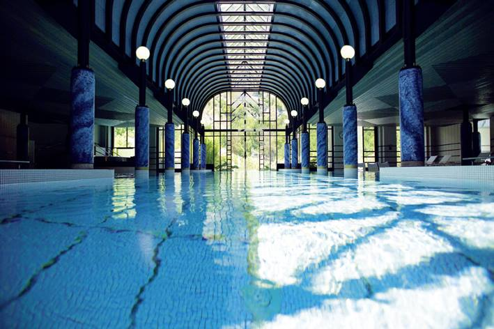 Handpicked Hotel Victoria Jungfrau SPA swimmingpool
